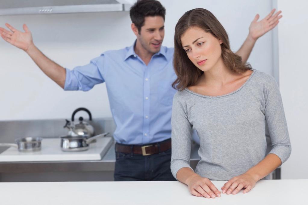 Муж оскорбляет совет психолога